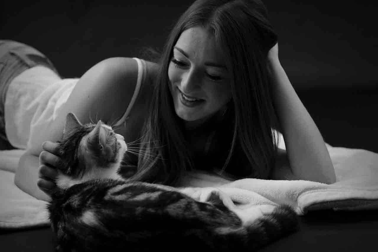 Britânicos dizem 'eu te amo' aos pets muito mais do que para mãe, pai e irmãos