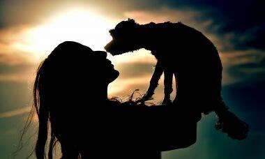 mulher e cão - Foto Pixabay