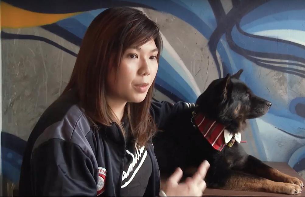 Li Hiu-kwan, vidente que fala com animais em Hong Kong - Foto YouTube