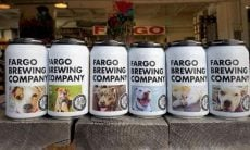 Latas com cães para adoção da Fargo Brewing Company - Foto Divulgação