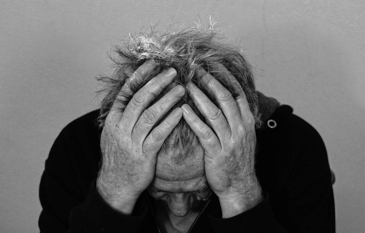 pessoa triste e deprimida - Foto Pixabay