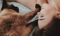 Cães e gatos podem ter alergia de humanos? Veja o que dizem os cientistas