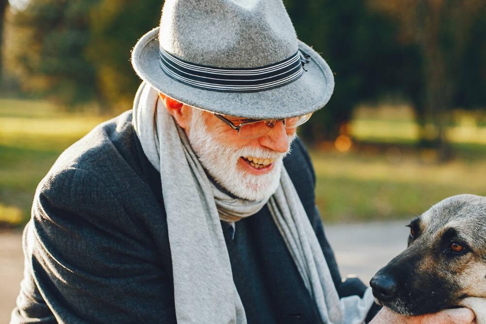 Veja como a pet terapia ajuda idosos no isolamento