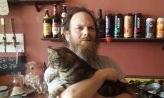 Pub que abriga 14 gatos faz vaquinha para sobreviver