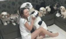 Família revela como é alimentar, higienizar, divertir e amar os 15 cães da casa