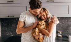 Confira o jeito meio estranho com que gatos podem salvar seu relacionamento