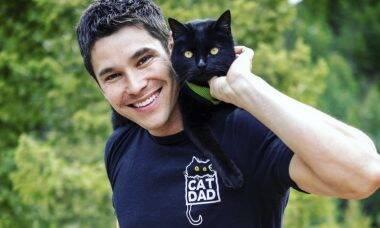Gato aventureiro faz viagens fantásticas com o dono e viraliza nas redes